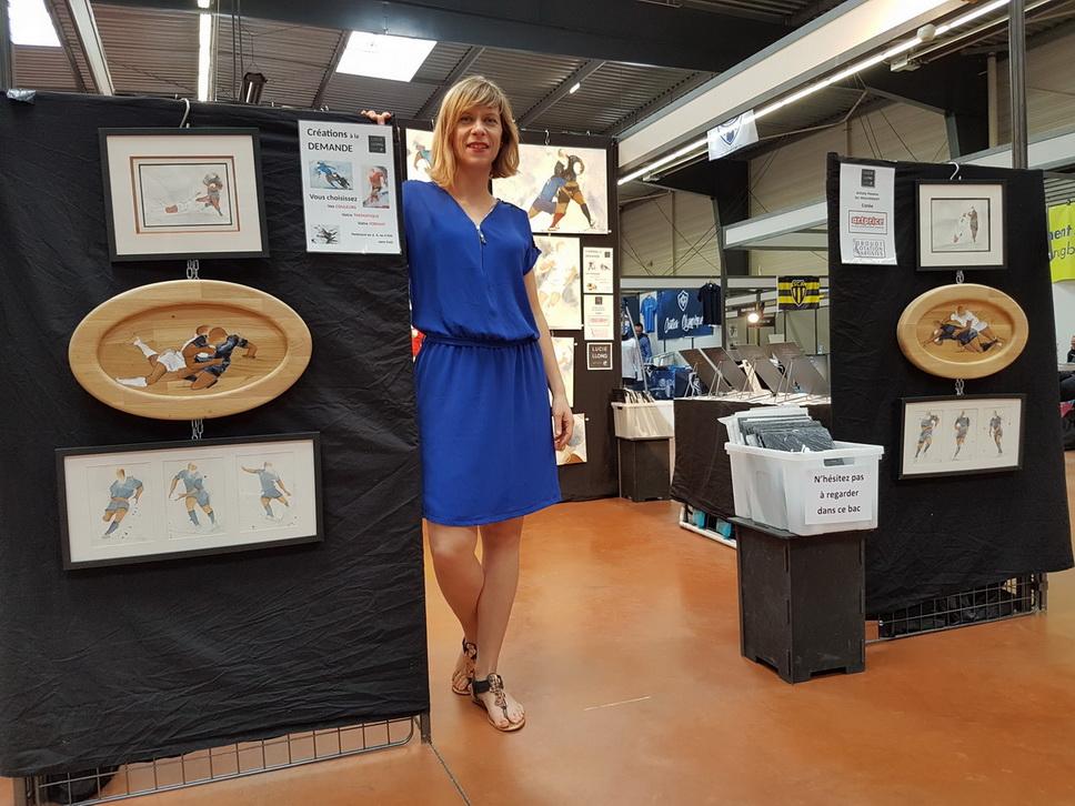 Lucie LLONG expose ses peintures sur le rugby au salon du rugby de castres