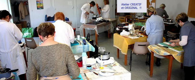 Stage de peinture sur les techniques mixtes organisé par Lucie LLONG dans le Puyd e dome