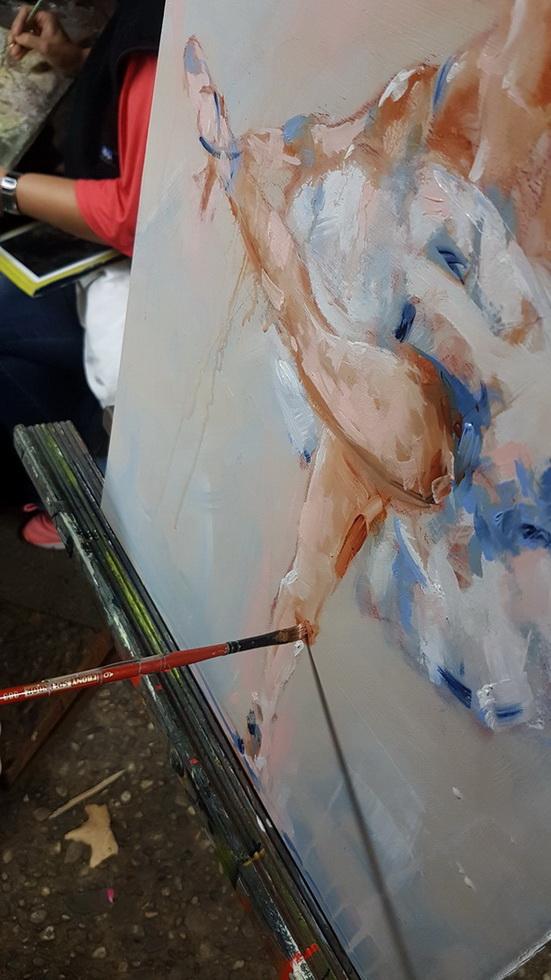 Peinture Danse classique / Ballet : Détail de la peinture sur toile en mouvement de la danseuse réalisée aux rencontres de Maubourguet 2017 où art et sport se côtoient par Lucie LLONG, artiste peintre du mouvement