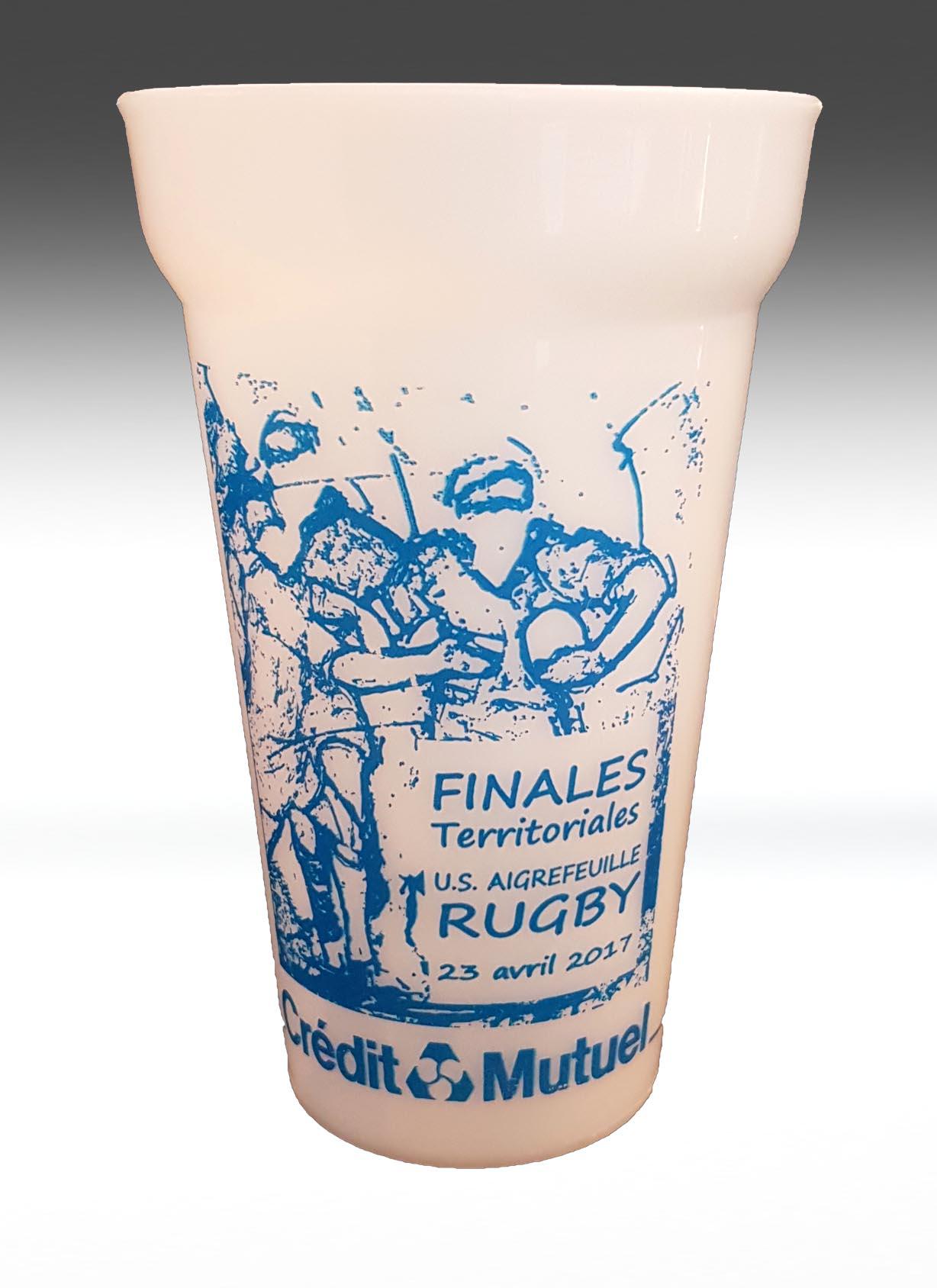 Art rugby : produit dérivé visuel rugby lucie llong remise de prix