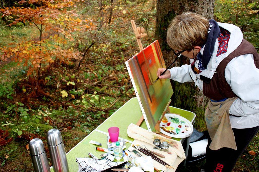 Art stage cours de peinture dans le puy de dôme en auvergne (techniques mixtes, peinture à l'huile, aquarelle, acrylique, pastel, fusain, peinture sur le motif, peinture en extérieur) par lucie LLONG, artiste peintre professionnelle