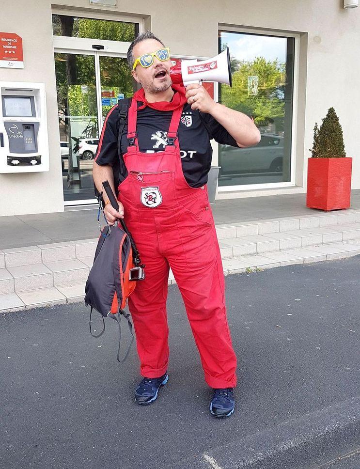 Les supporters du stade toulousain : les salopettes rouges ont fait le déplacement à Clermont