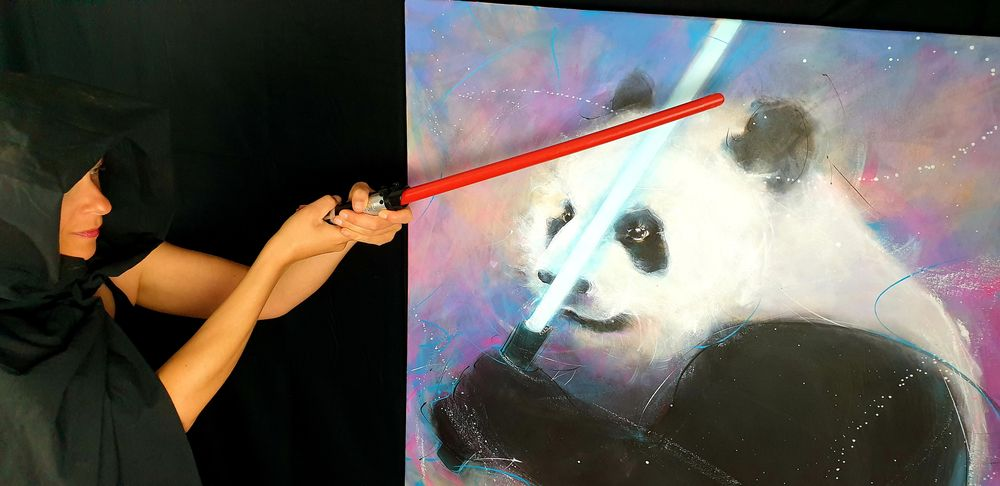 Peinture POPART starwars panda jedi : Lucie LLONG, artiste peintre du mouvement et son pandawan face à face