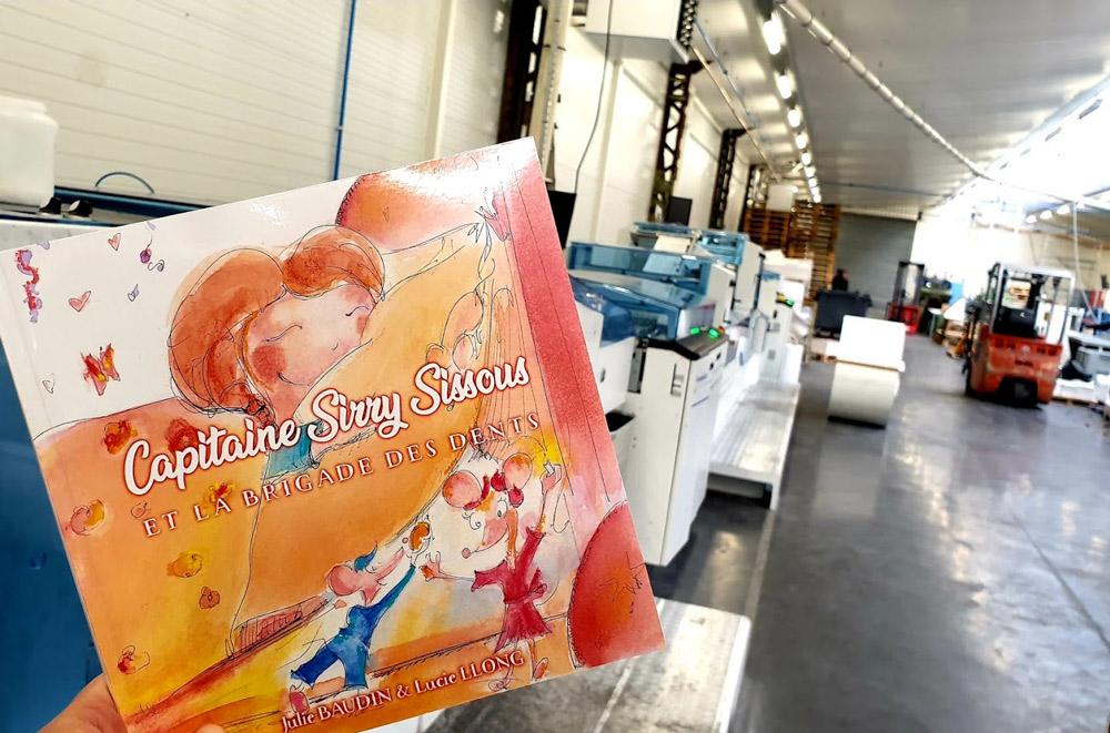 Le livre Capitaine Sirry Sissous et la brigade des dents sur les lignes d'impression - édition jeunesse